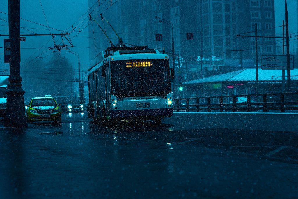 Se anunță cod portocaliu de furtuni în 5 județe. Gabriela Firea vrea să închidă școlile din București la ora 17:00!