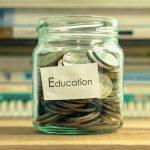 Guvernul le da bani elevilor care au luat medii de 10 la examenele nationale