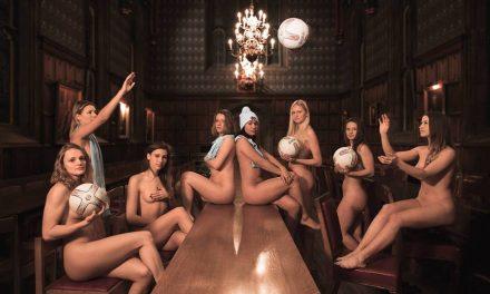 Studentii de la Cambridge pozeaza nud
