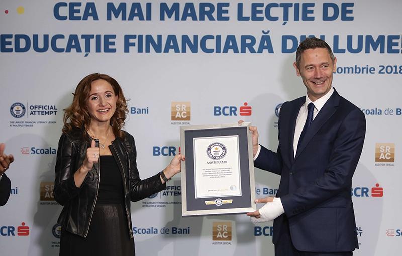 Romania intra in Cartea Recordurilor pentru cea mai mare lectie de educatie financiara din lume