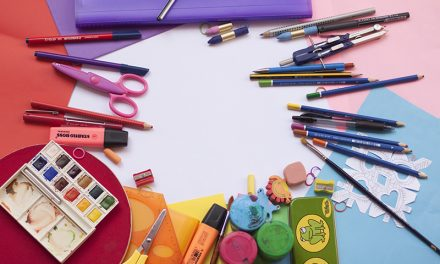 Elevii din familiile sarace vor primi rechizite si ghiozdane