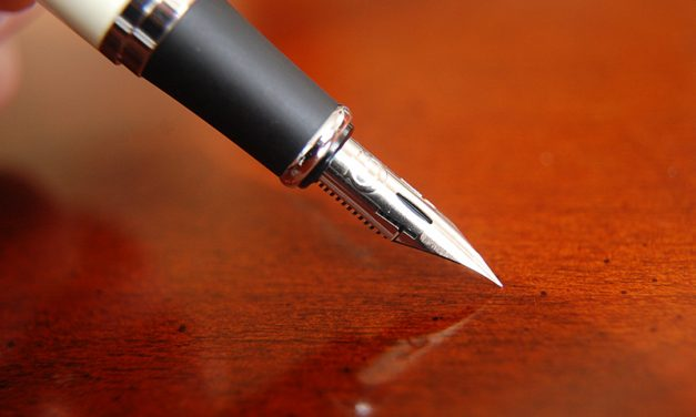 Sondaj: 2 din 10 romani ofera cadou instrumente de scris