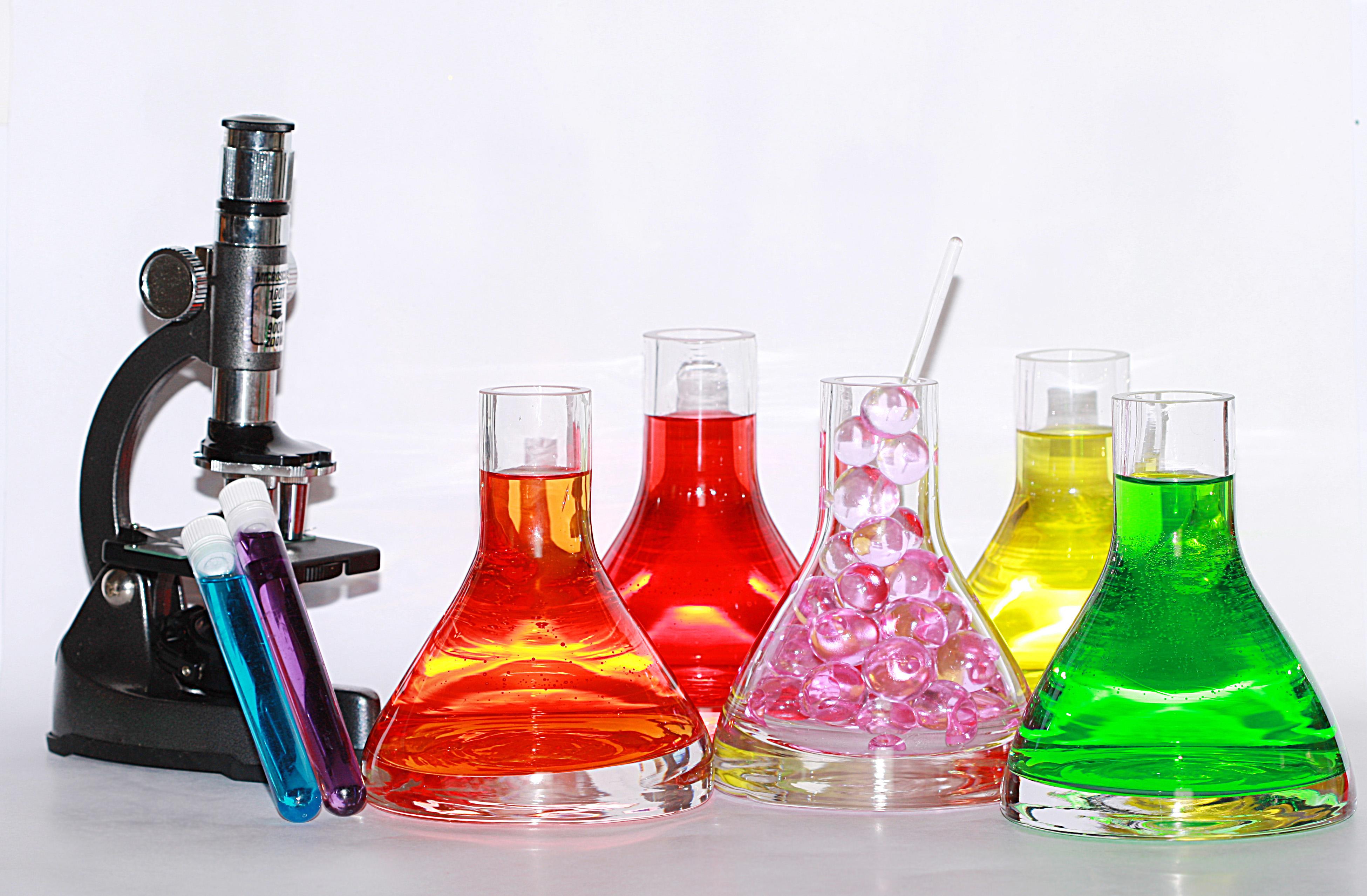 Lecții de chimie mai atractive la liceu și gimnaziu