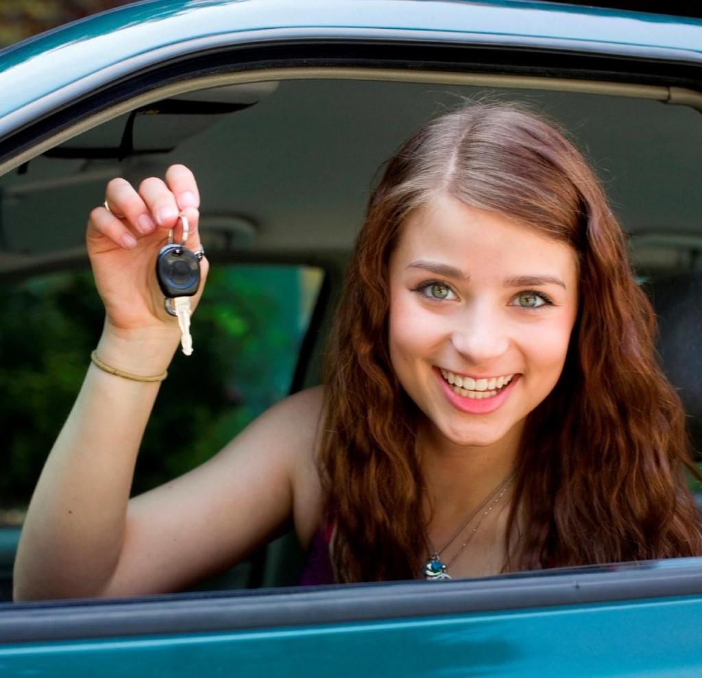 Adolescenții pot începe școala de șoferi cu trei luni înainte de împlinirea vârstei de 18 ani