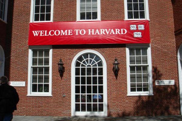 60 de studenți de la Harvard s-au retras după ce au trișat la un examen
