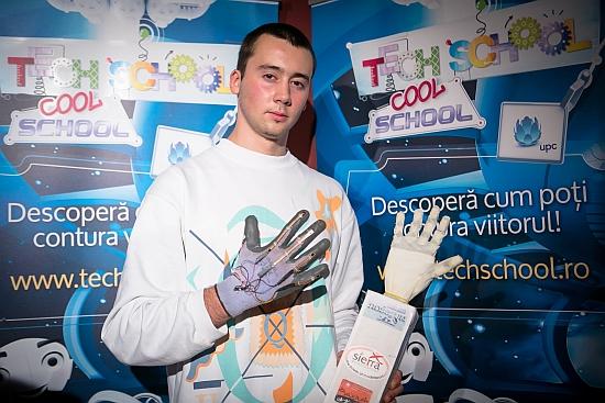 Un elev din Botoșani a fost premiat de NASA pentru invenția mâinii bionice