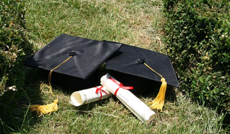 Rectorii universităților nu mai pot anula diplomele de doctor