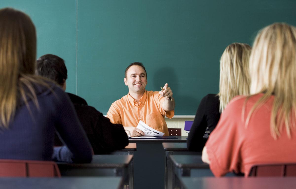 Directorii de școli ar putea fi scutiți total de la predare