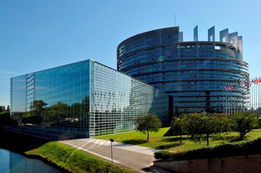 Elevii cu viziuni europene pot câștiga o excursie la Bruxelles