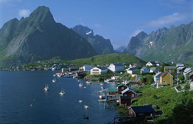 Știi engleză și îți plac călătoriile? Poți câștiga 2.000 euro ca GHID în Norvegia