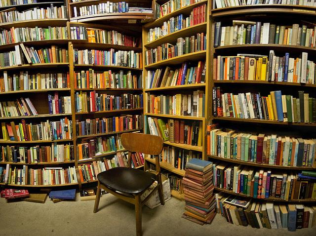 Pe 23 aprilie facem noapte albă printre cărți