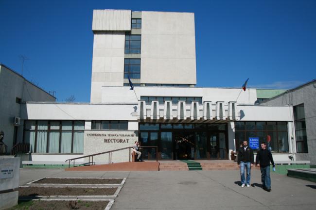 Cercetători români premiați pentru cea mai bună lucrare științifică din 2012