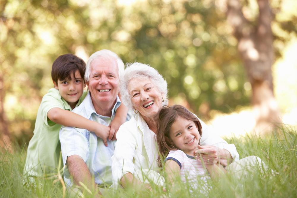 Bunicii ar putea beneficia de indemnizație pentru îngrijirea nepoților