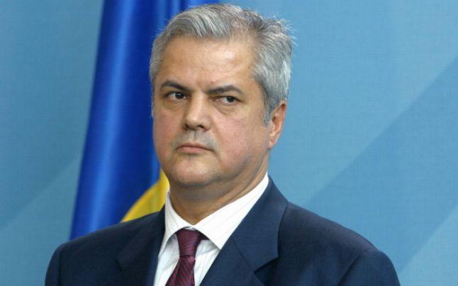 Universitatea București l-a concediat pe fostul premier Adrian Nastase