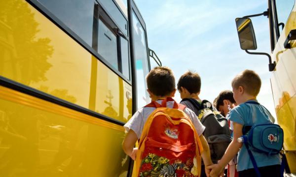 Din toamnă se va modifica legea prin care se decontează naveta elevilor