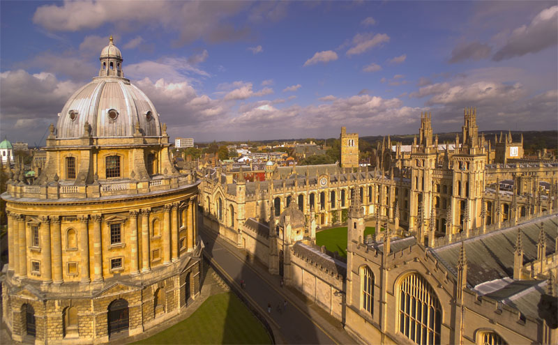 Oportunitate de a primi o bursă integrală la Universitatea din Oxford