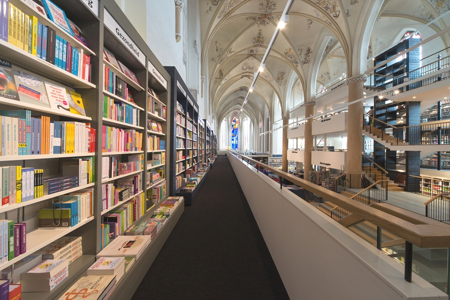 O catedrală veche de 500 de ani a fost transformată într-o librărie