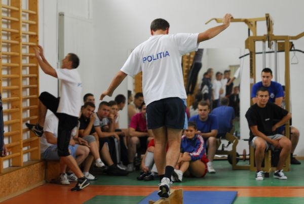 Limita de înălțime și de vârstă ar putea fi eliminată la școlile de Poliție