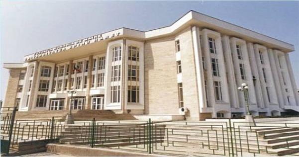 """Absolvenții de """"Spiru Haret"""" se pregătesc să dea în judecată Ministerul Educației"""