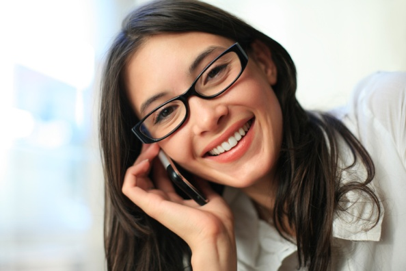 Studenții care vorbesc prea mult la telefon sunt anxioși și învață mai prost