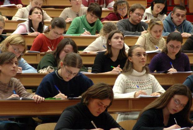 Studenții care au examene și nu se pot prezenta din cauza vremii le vor susține la o altă dată