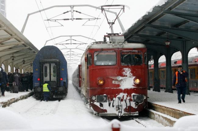 Studenți, fiți pe fază! Trenurile circulă în condiții de iarnă în următoarele zile