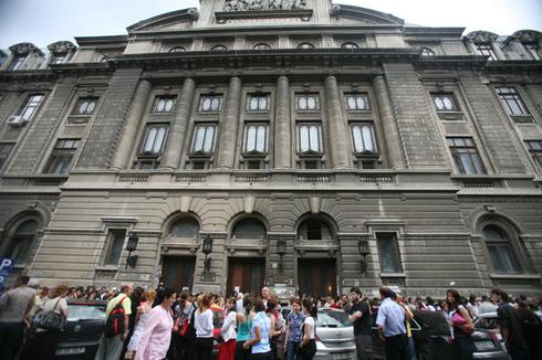 Universitatea București suspendă cursurile și examenele programate miercuri și joi