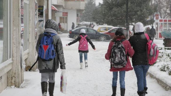 Codul portocaliu de ninsori și viscol ar putea închide școlile