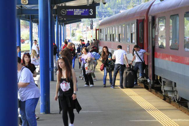 Elevii și studenții navetiști își pot cumpăra abonamentele de tren și de la automatele de vânzare bilete