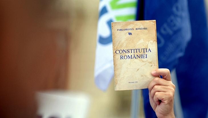 Constituția revizuită garantează dreptul la învățământ preșcolar și burse de merit