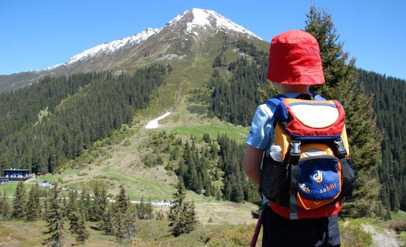 Ministerul Educației vine cu noi reguli pentru elevii care merg în excursii sau tabere