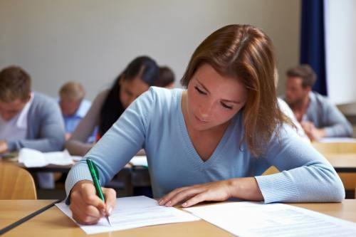 Primele rezultate ale simulărilor naționale arată că jumătate din elevi ar lua note sub cinci la examenul propriu-zis