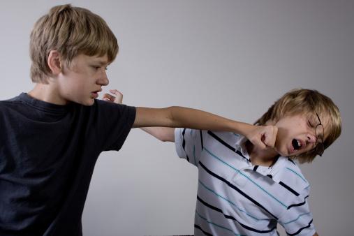 Pentru unii elevi mersul la școală reprezintă un prilej de a comite infracțiuni