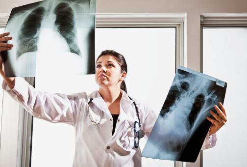 """Vezi dacă ai șanse să intri la Medicină! Participă la simularea examenului de admitere la UMF """"Carol Davila"""""""
