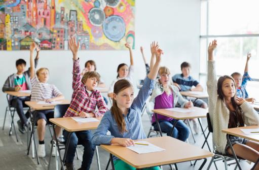Alocația elevilor ar putea fi condiționată de frecvența la cursuri