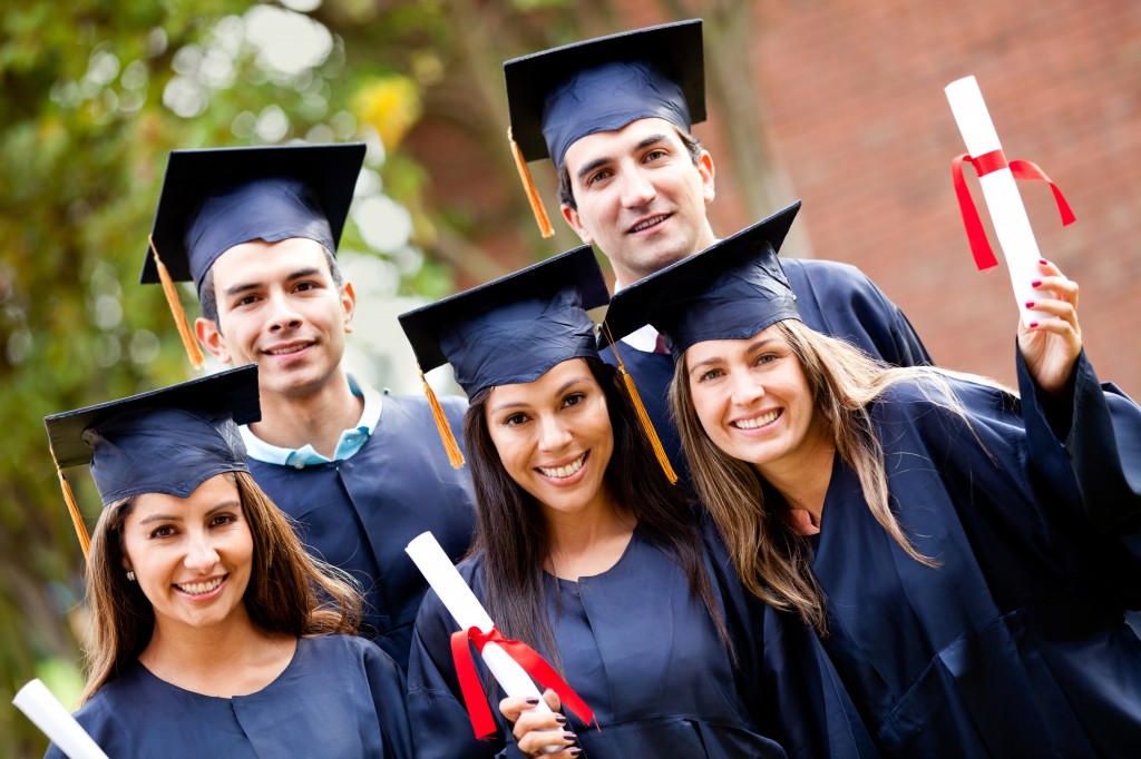absolventi cu studii superioare