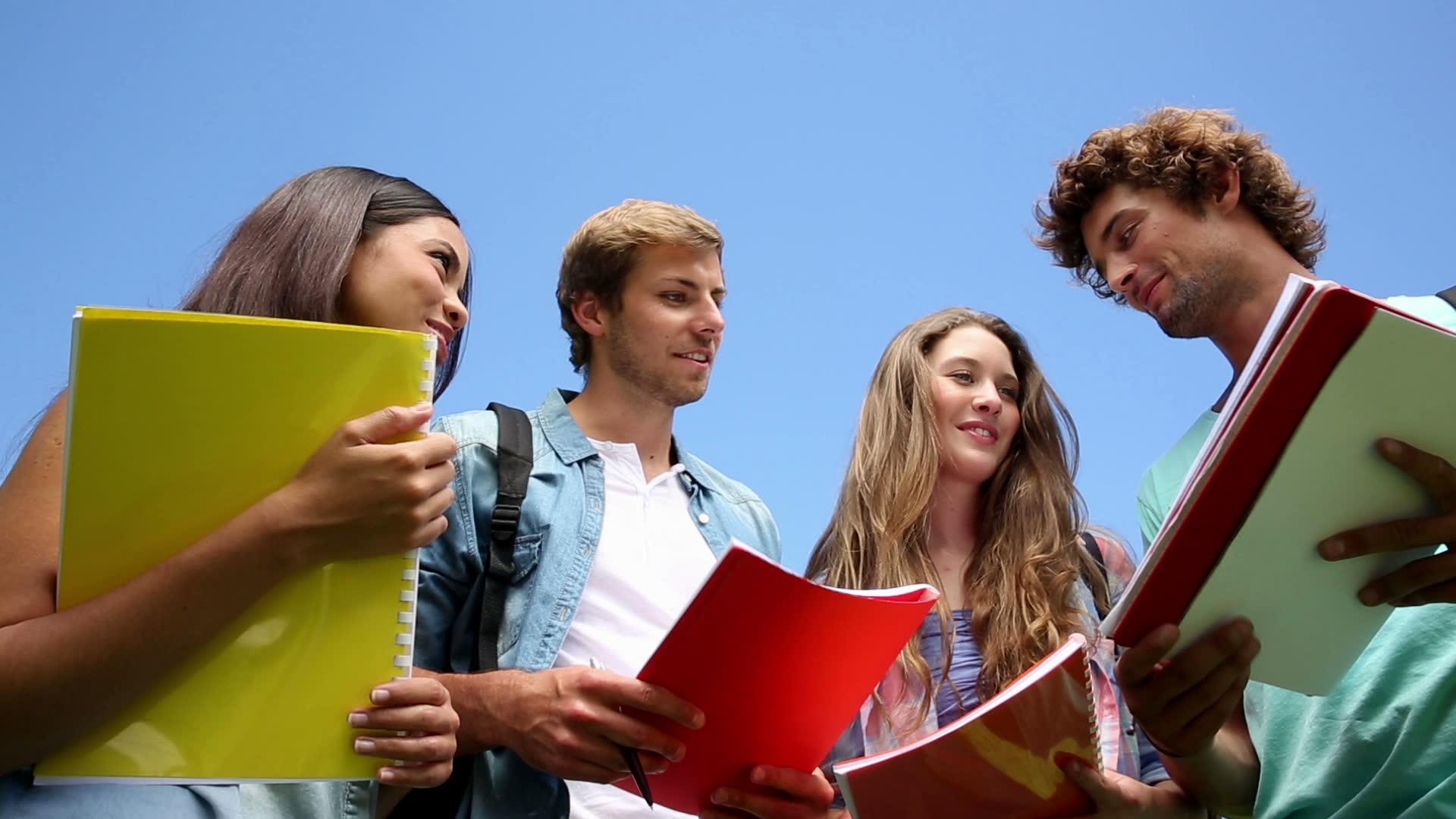 Elevii care au obținut media 10 la BAC sau la evaluarea națională vor fi premiați de Guvern