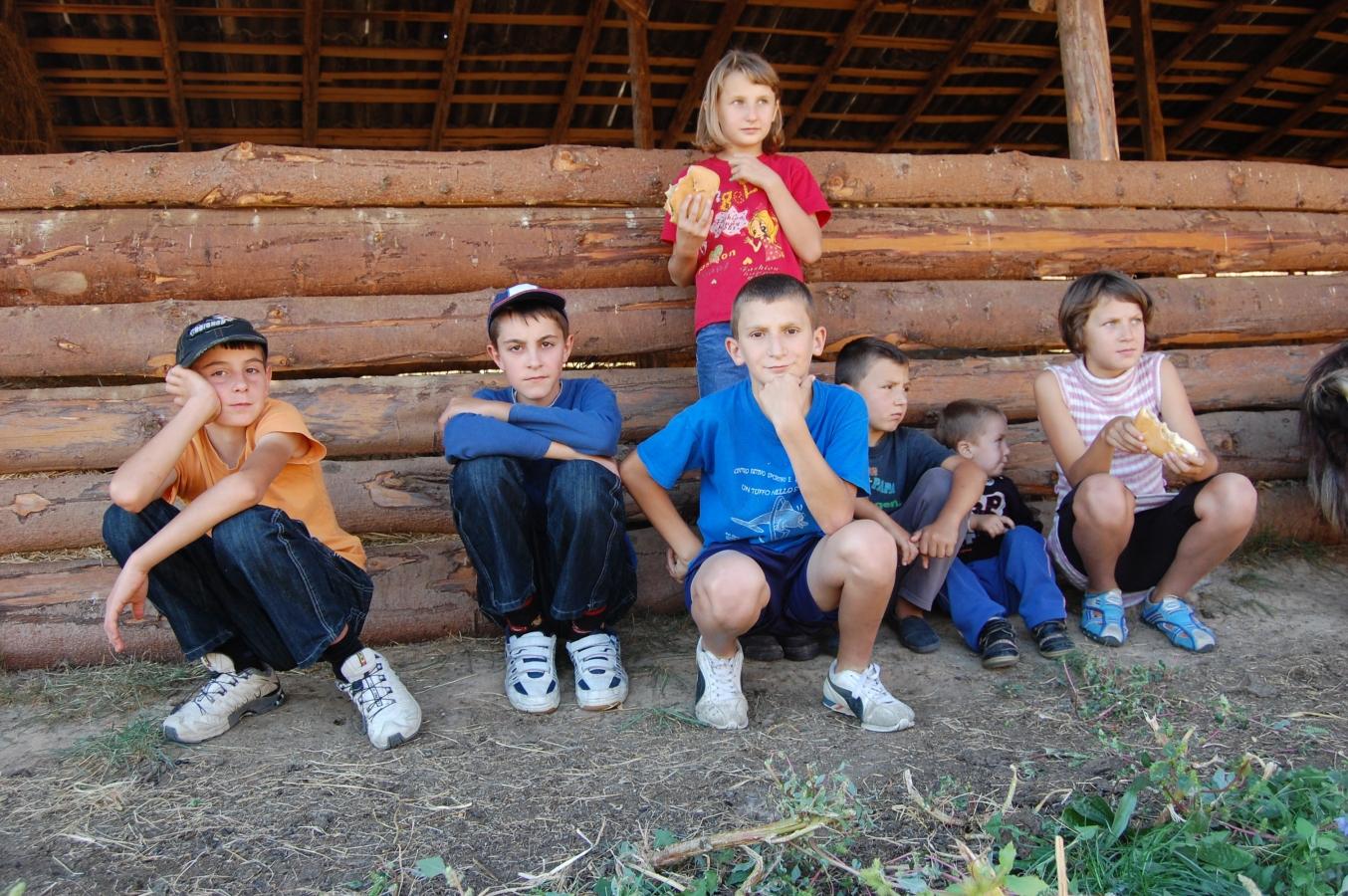 Cresc alocațiile pentru copiii care provin din familii nevoiașe!
