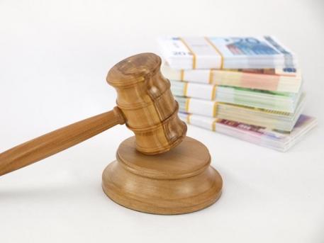 Decanul Facultății de Medicină Generală din Iași, pus sub control judiciar, pentru luare de mită