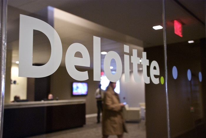 Deloitte România îi învață pe studenți cum se lucrează într-o companie multinațională de consultanță