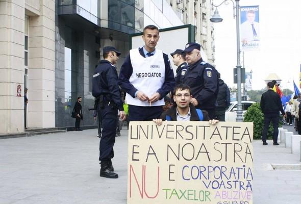 Scandal la Universitatea București: Studenții nu și-au primit legitimațiile de transport