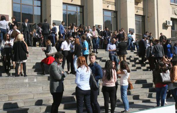 Studenții din România intră în grevă japoneză