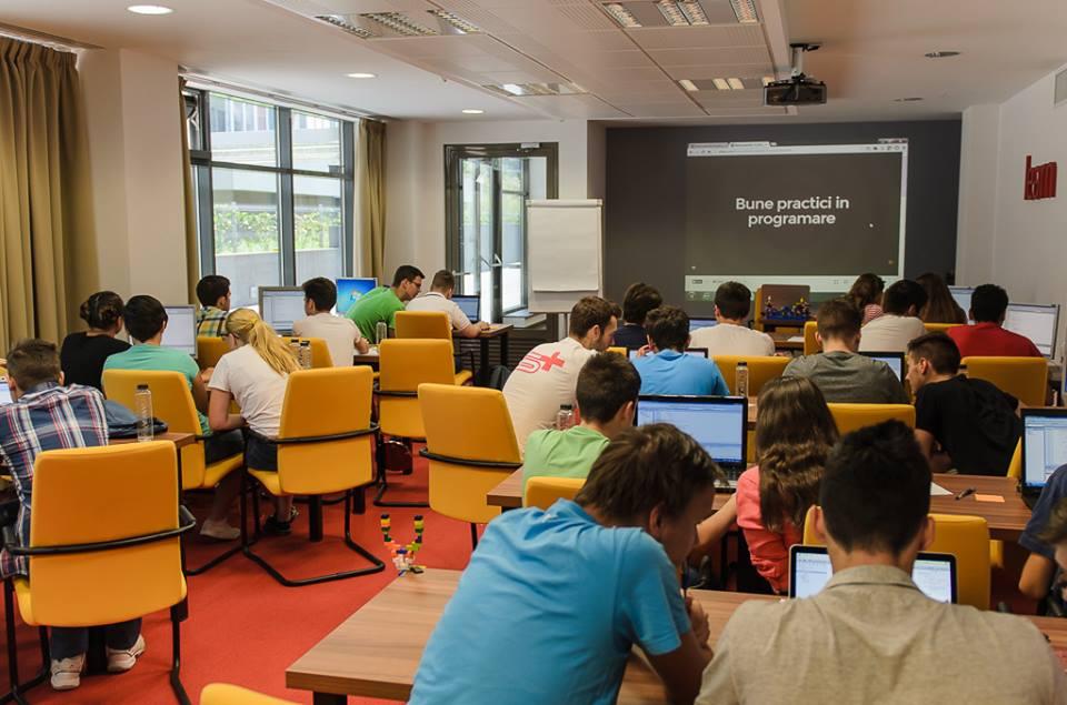 Tinerii clujeni se pregătesc pentru o viitoare carieră în IT