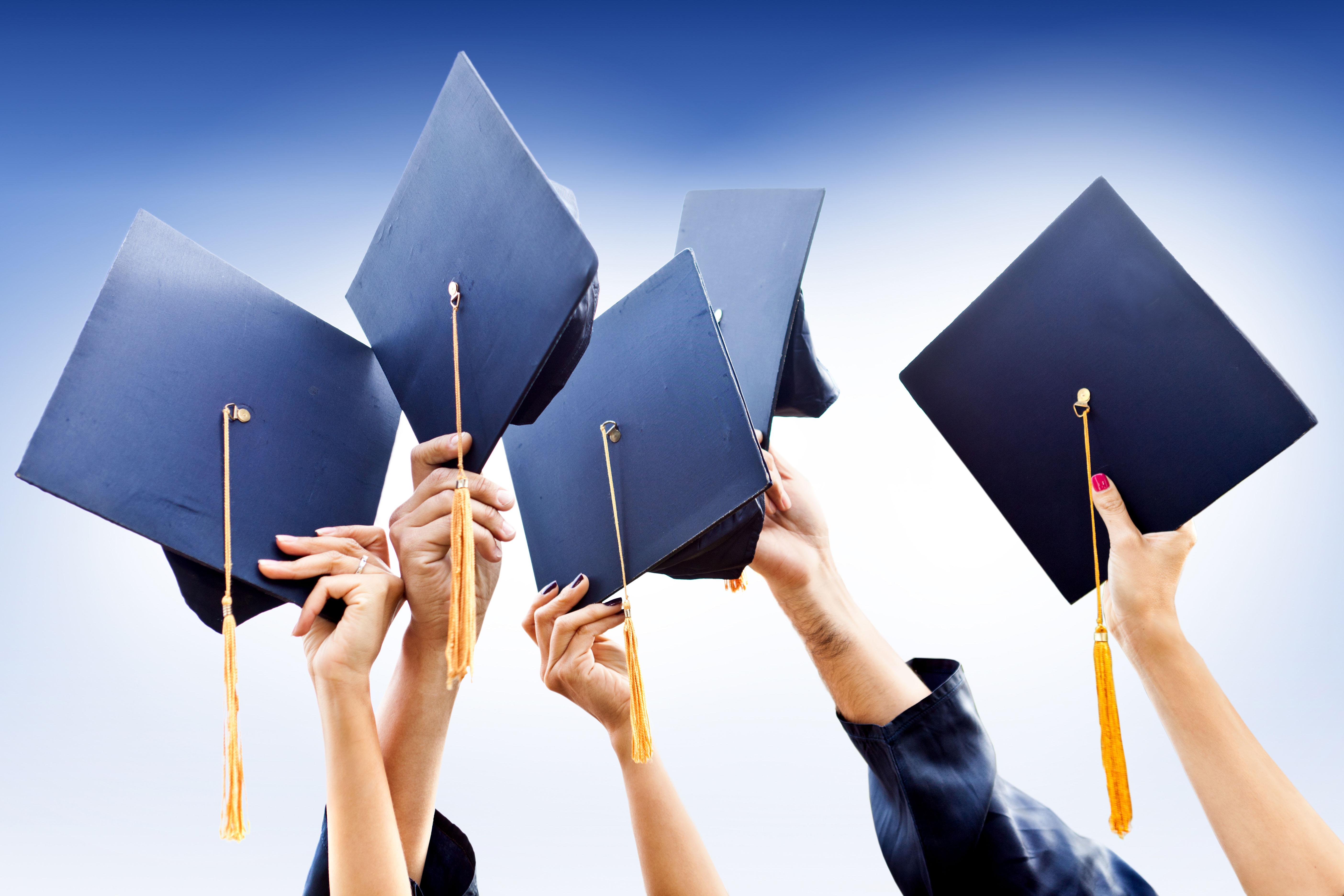 Defilarea cu robe și toci a absolvenților din Facultatea de Psihologie și Științele Educației, Universitatea din București