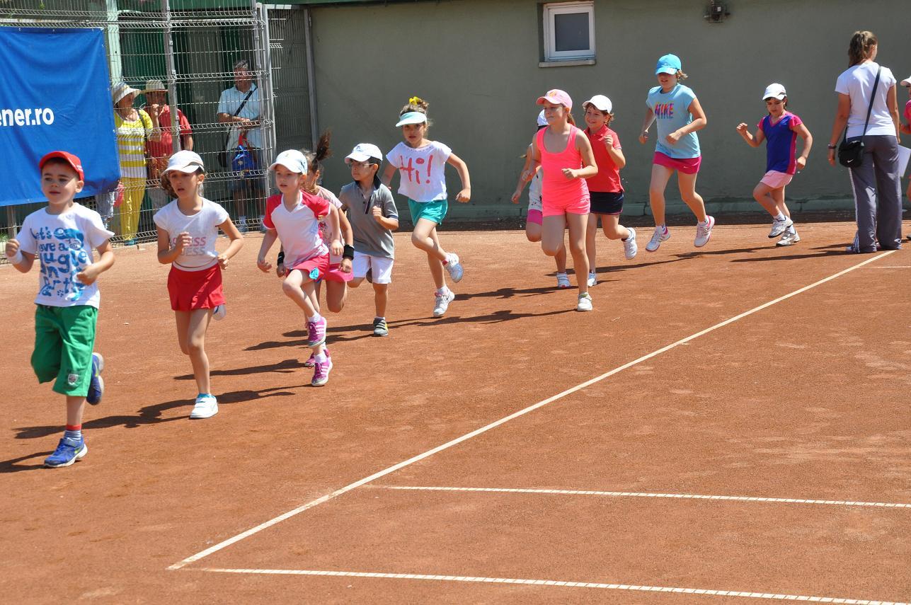 Puștii sunt invitați la tenis pe litoral la Cupa Bucovina susținută de Itsy Bitsy!