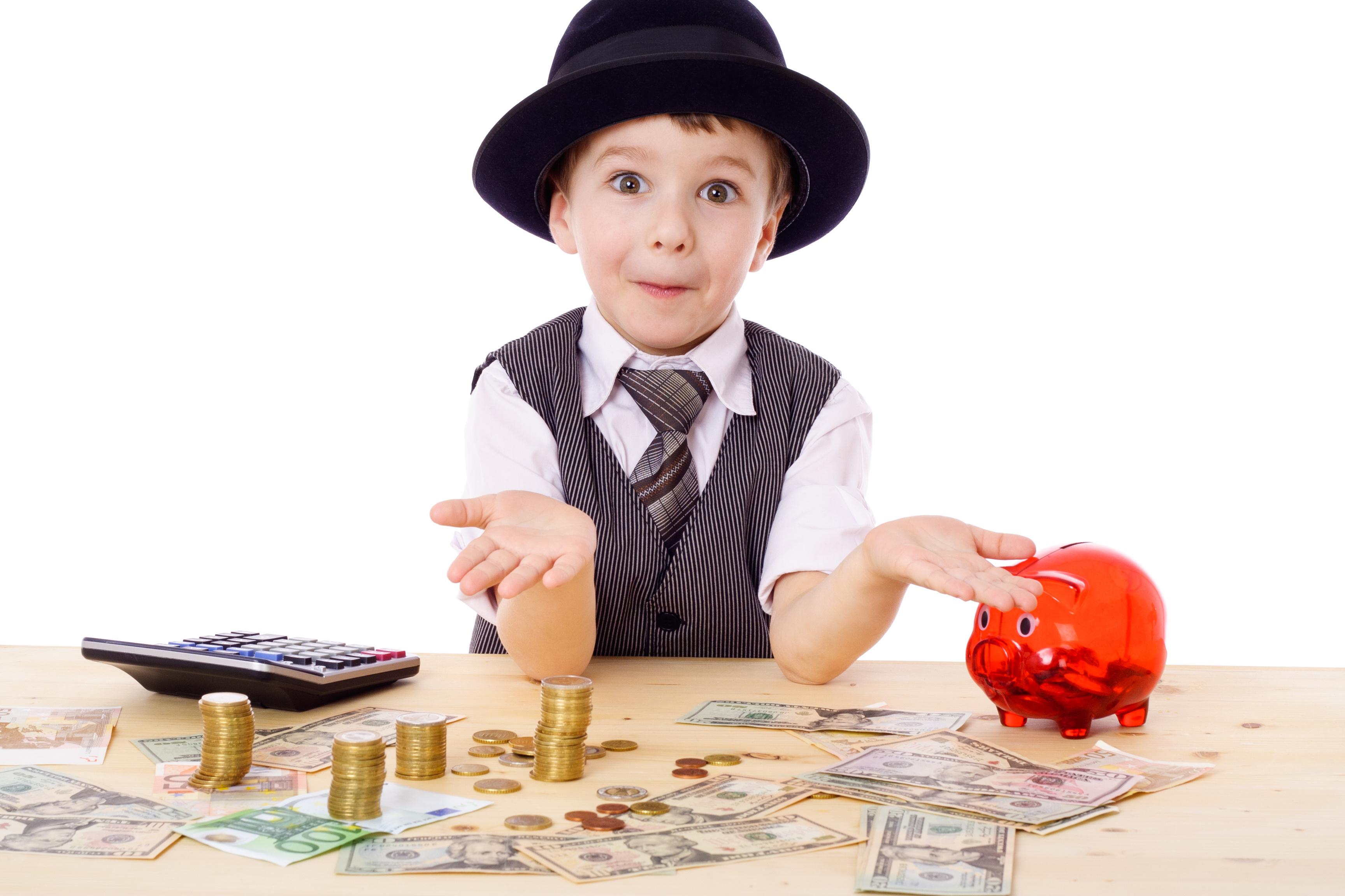 Liceele care promovează educația financiară pot primi finanțări de până la 10 mii de euro