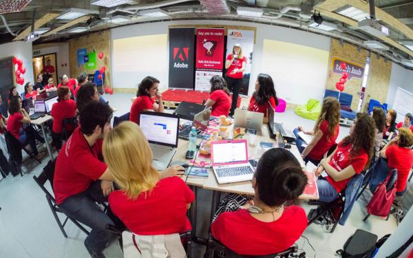 Girls Who Code Romania și 4PSA oferă premii liceenelor cu proiecte de top la InfoEducație