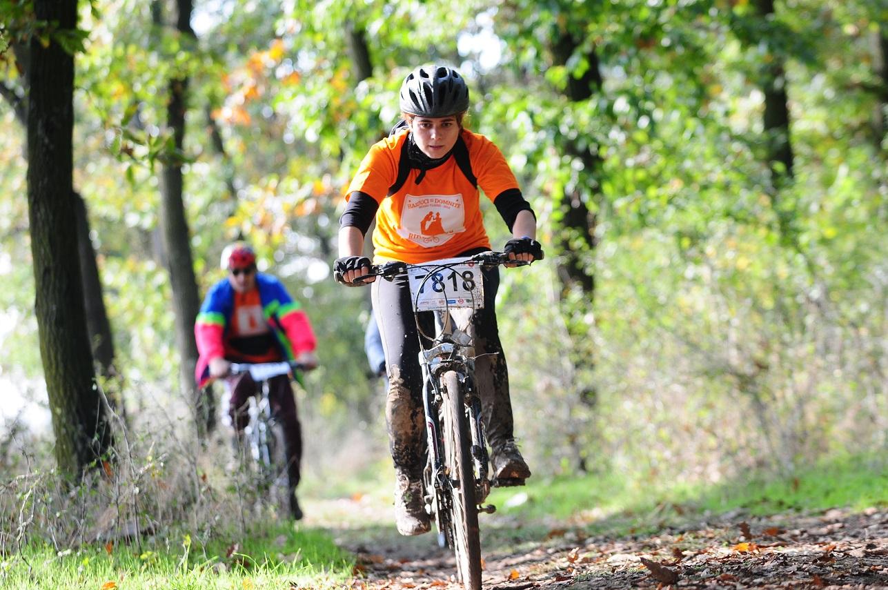 Aproape 1.200 de haiduci și domnițe călare pe biciclete în codrii Vlăsiei