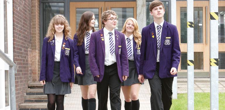 Uniformele școlare ar putea redeveni obligatorii