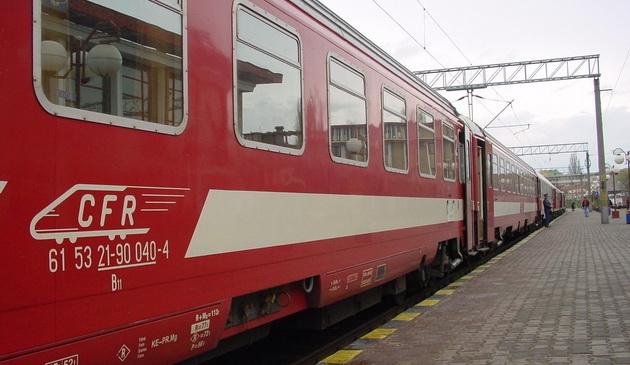 Studenții vor putea cumpăra bilete reduse la tren doar cu carnetul